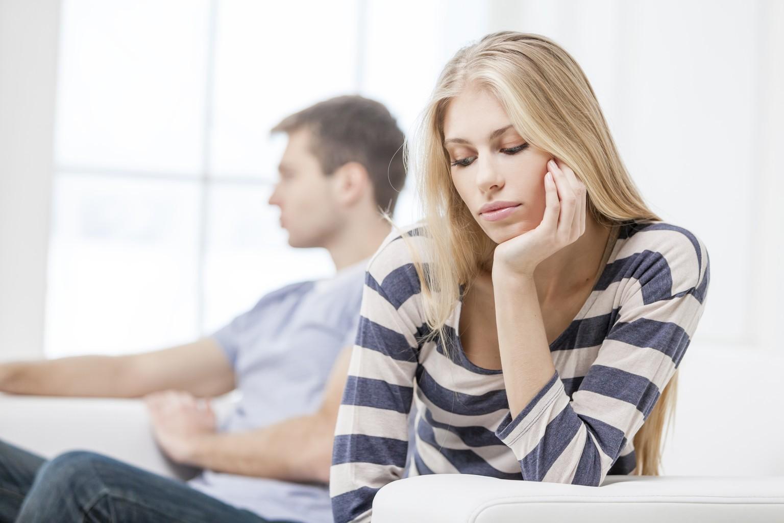 mit tegyek, ha az ex a barátoddal randiz beszélő randevú különbség