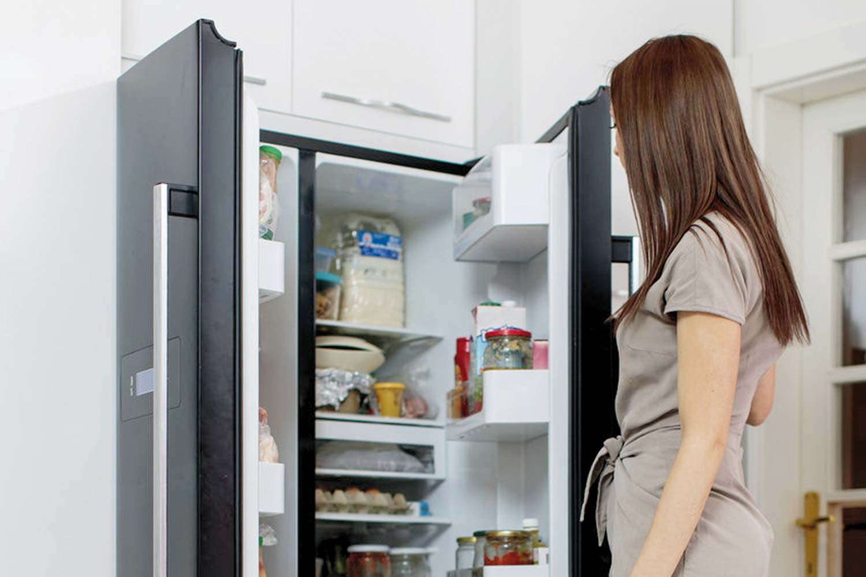 Randi egy hűtőszekrény